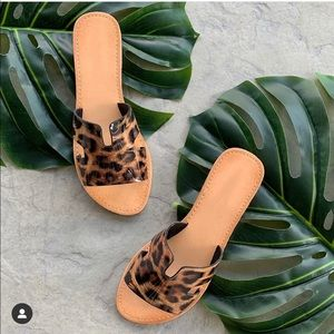 Shoes - SALE❤️Leopard print H cutout slide on sandals tan